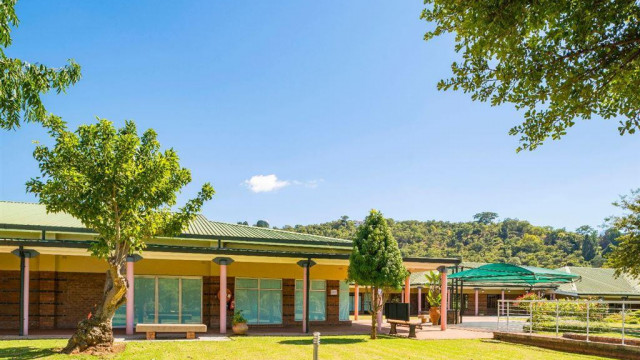 Commercial Property to Rent in Borrowdale Brooke